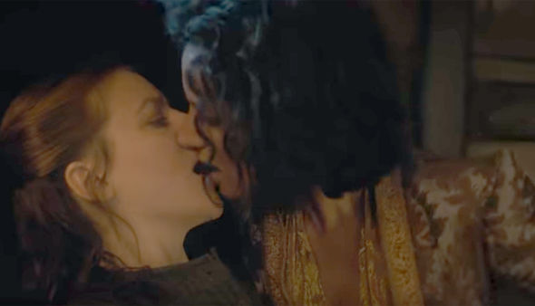 yara-greyjoy-and-ellaria-kiss-947558